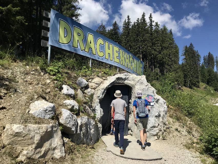 Nächste Station bei Schmidolins Feuertaufe:  Wir gehen in die Drachenhöhle hinein