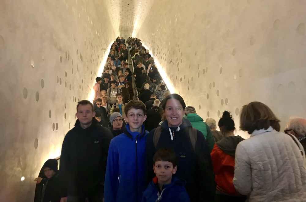 Kostenlos mit der langen Roltreppe in die elegante Elbphilharmonie Plaza in Hamburg