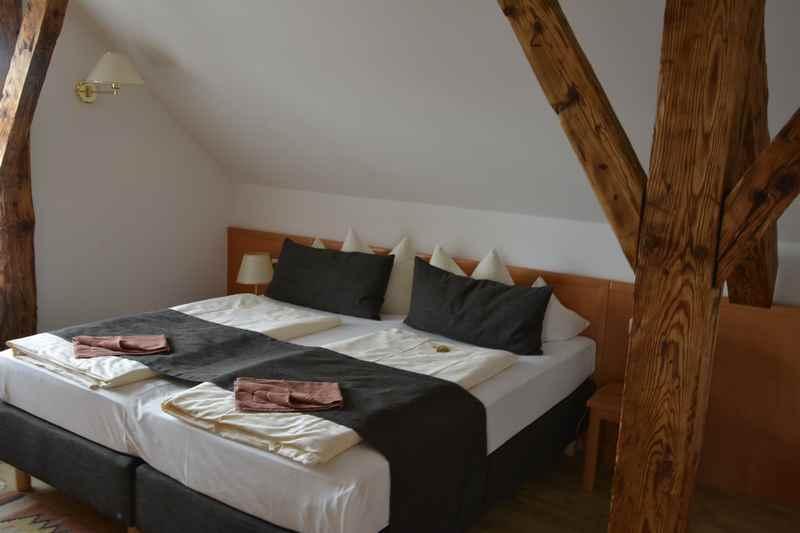 4 Betten haben wir unterm Dach.