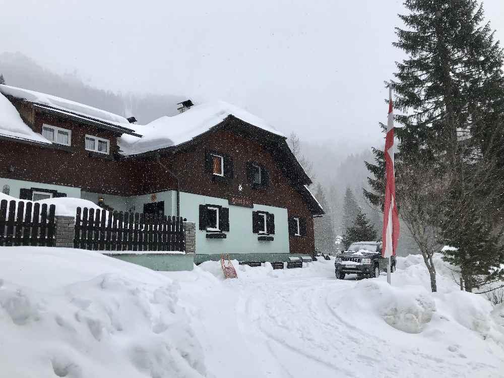 Rodelbahn Bad Kleinkirchheim - Das Falkerthaus - eine der Hütten, die im Winter in Bad Kleinkirchheim offen sind