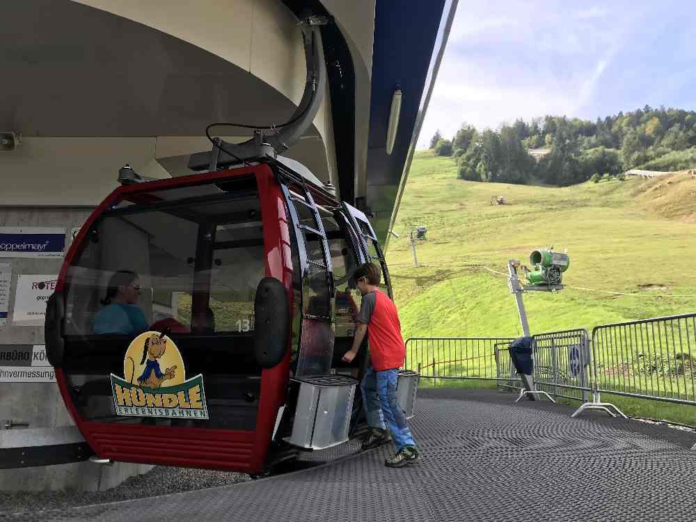 Mit den Gondeln der Hündle Bergbahn geht es komfortabel nach oben zur  Buchenegger Wasserfälle Wanderung