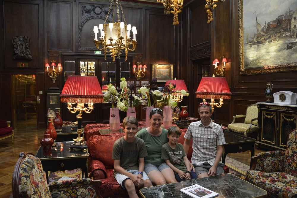 Wir haben das Hotel Sacher in Wien besucht - und hinter die Kulissen geschaut.
