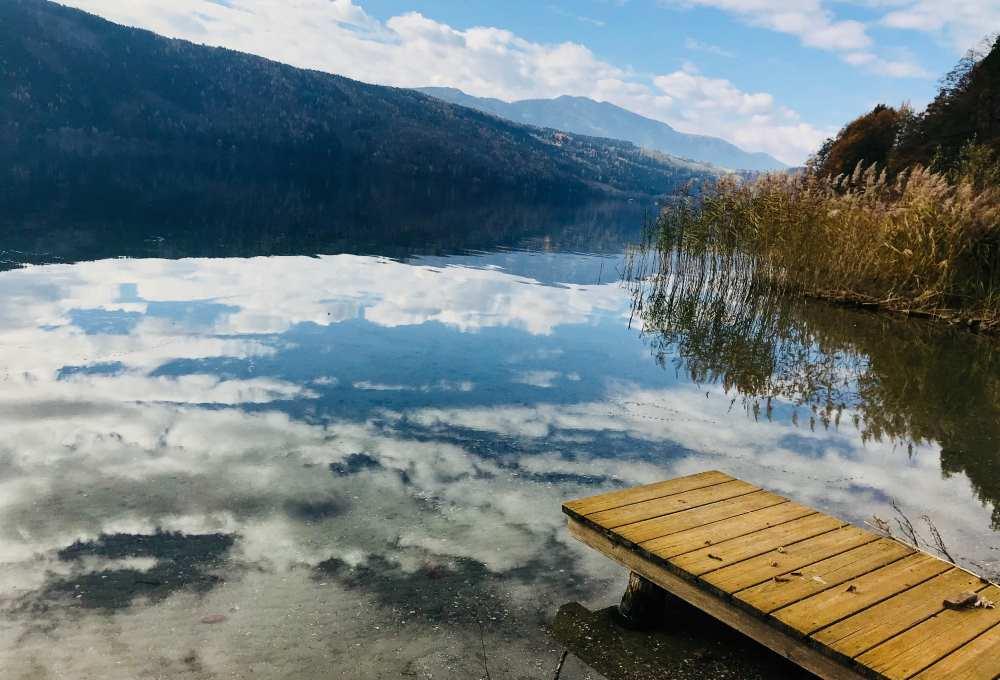 Herbsturlaub wie wir ihn gerne mögen: Mit Sonne am ruhigen See in Kärnten