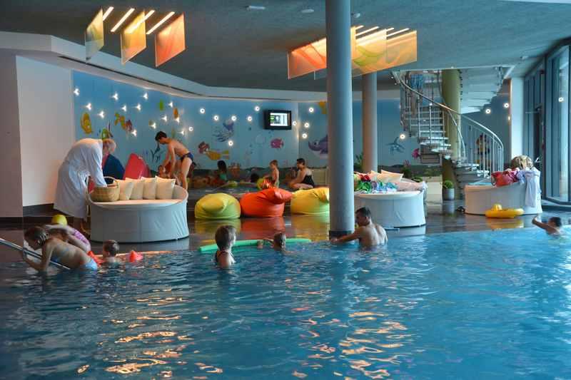 Besonders empfehlenswerte Familienhotels in Italien mit Schwimmbad und Rutsche für Kinder im Familienurlaub