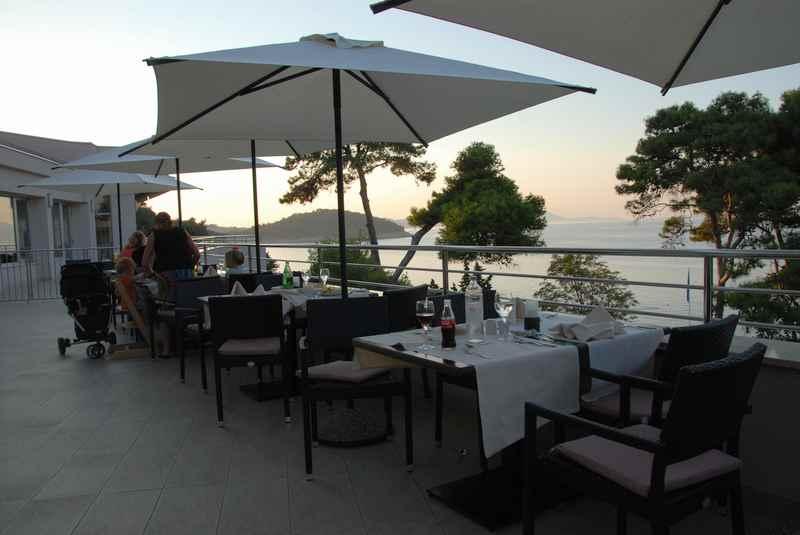 Familienhotel Kroatien: Abends auf der Terrasse sitzen auf´s Meer schauen