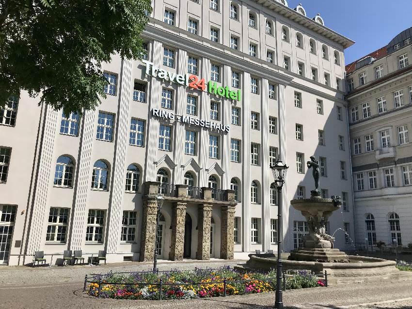 Unser Familienhotel Leipzig: Das Travel 24 Hotel - außen mit historischer Fassade