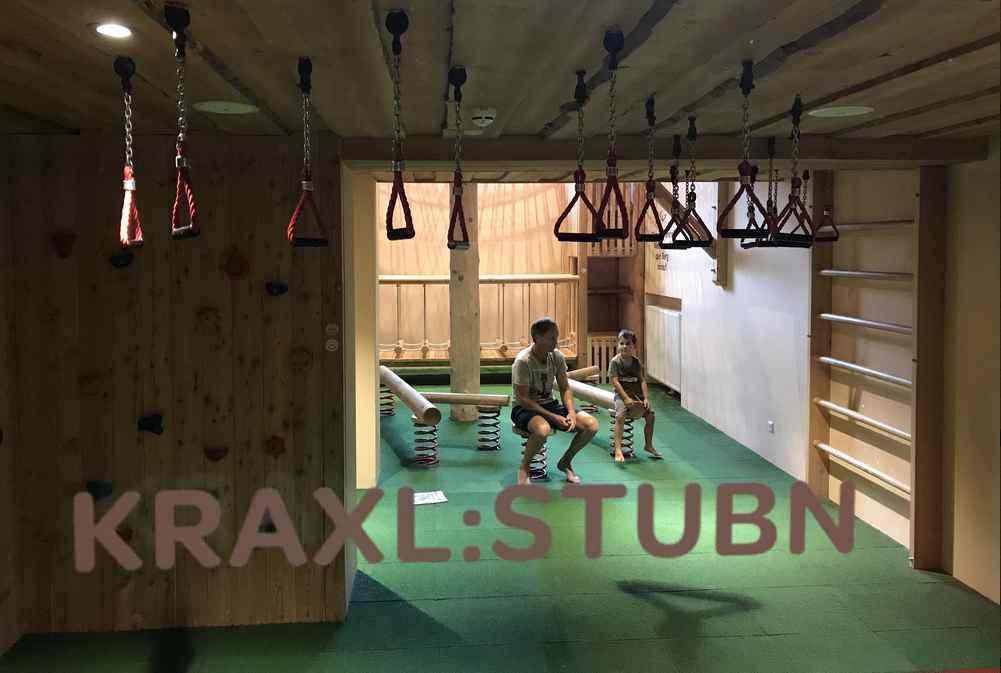 Der Kraxlraum gehört zum zweistöckigen Kinderspielzimmer im JUFA Annaberg dazu