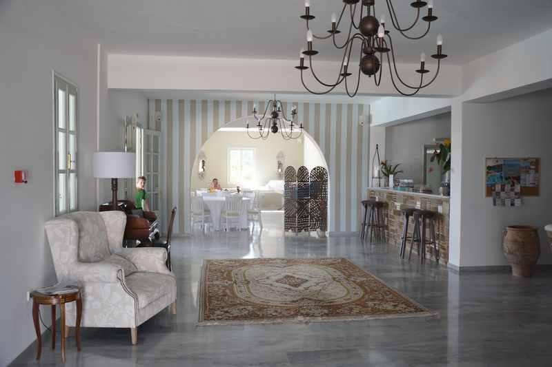 Die Hotellobby im Familienhotel Paros
