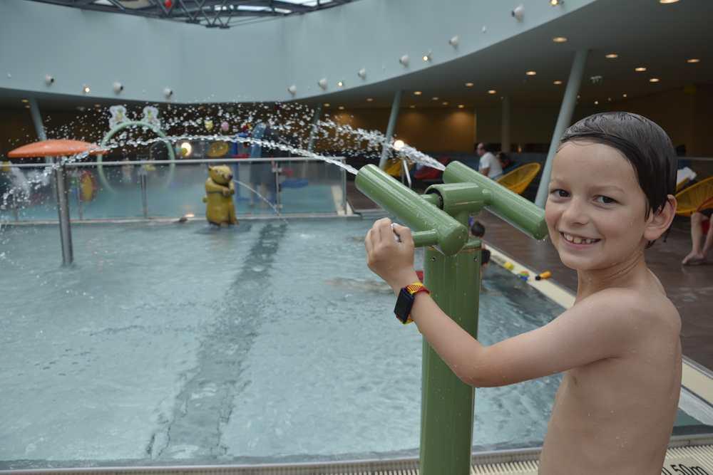 Das macht Spaß: Familienhotel Österreich mit Schwimmbad und Wasserkanone