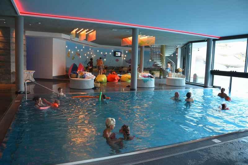 Das ist das Schwimmbad im Familienhotel Huber