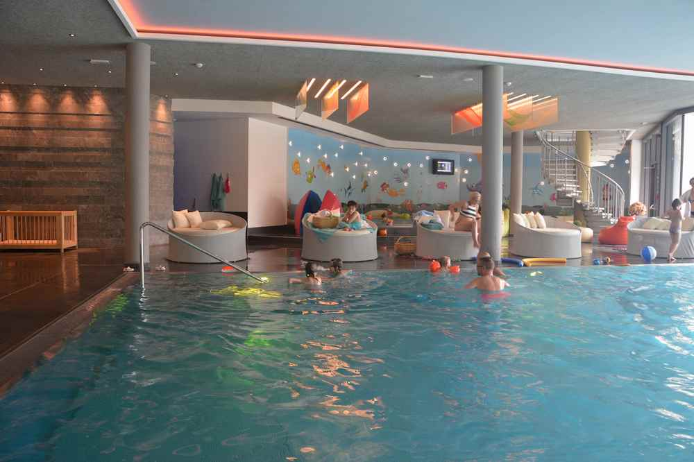 Im Familienhotel ist das Schwimmbad und der Pool für kleine und große Kinder ein tolles Freizeitprogramm