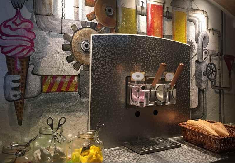 """Für Kinder Hit: Die Eismaschine zum """"unendlichen"""" Eisholen im Familienhotel"""