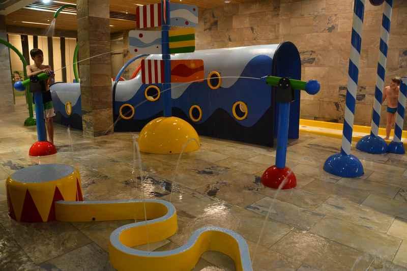 Indoor Wasserspielplatz im Familienhotel Dachsteinkönig