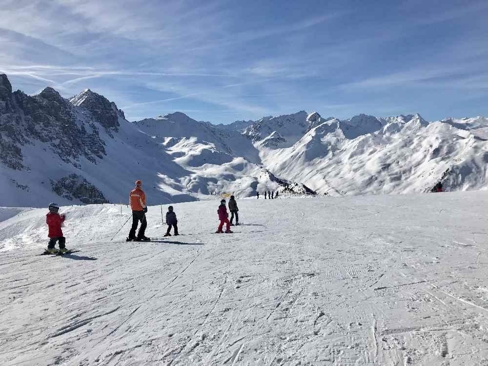 Und das ist die breite familienfreundliche Skipiste vom Hoadlhaus im Skigebiet Axamer Lizum