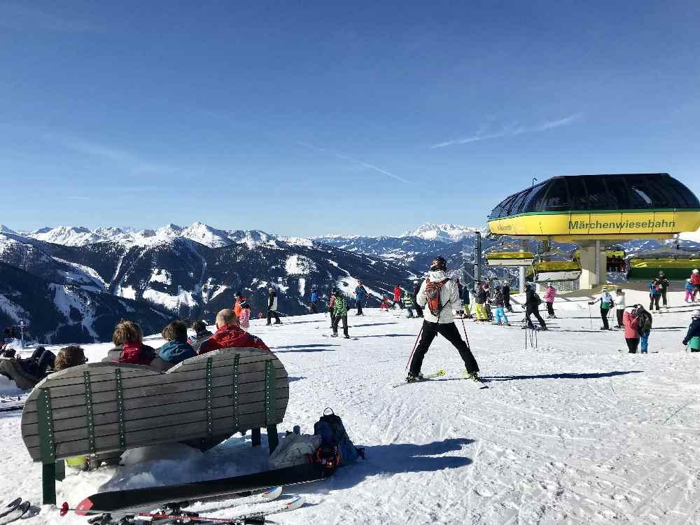 Von oben hast du im Skigebiet Planai einen fantatischen Ausblick auf die Berge rund um Schladming