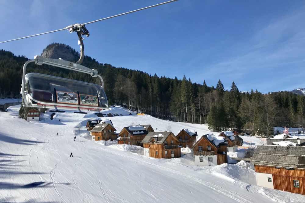 Loser Skigebiet:  Von den Hütten der Hagan Lodge direkt ins Loser - Skigebiet im Salzkammergut