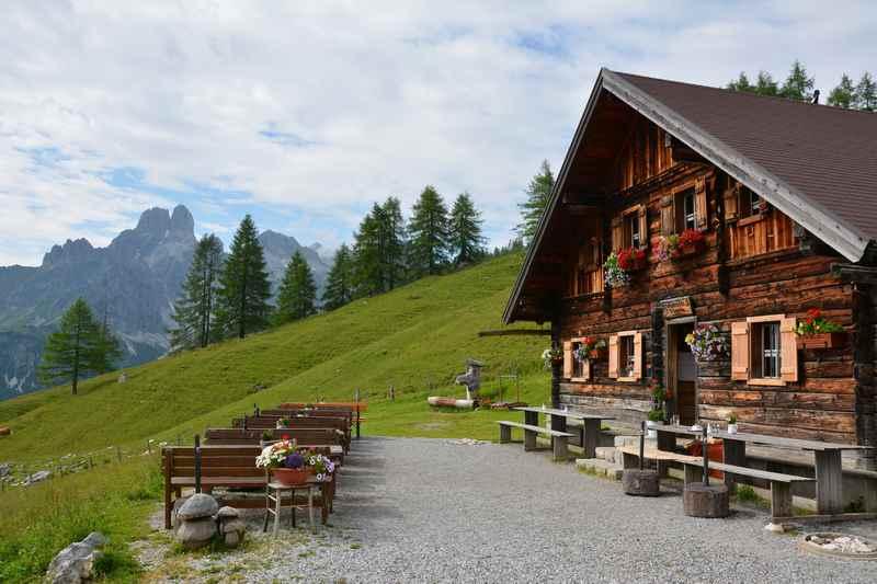 Familienurlaub Dachstein: Wandern mit Kindern am Dachsteingebirge - zu den Almen und Hütten