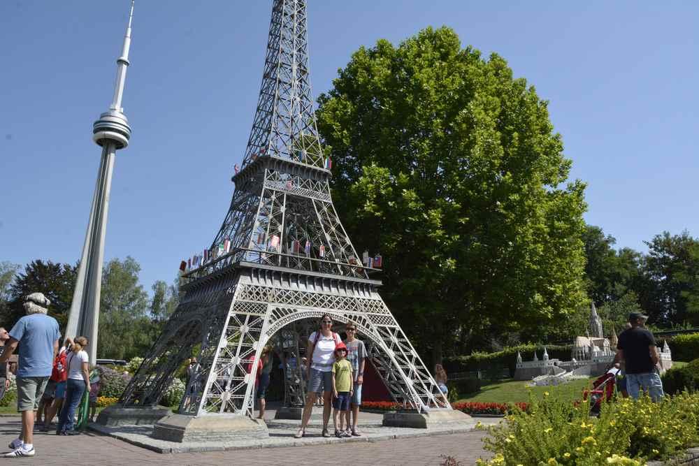 Noch ein Turm: Auch der bekannte Eifelturm steht im Kleinformat im Minimundus Freizeitpark in Kärnten
