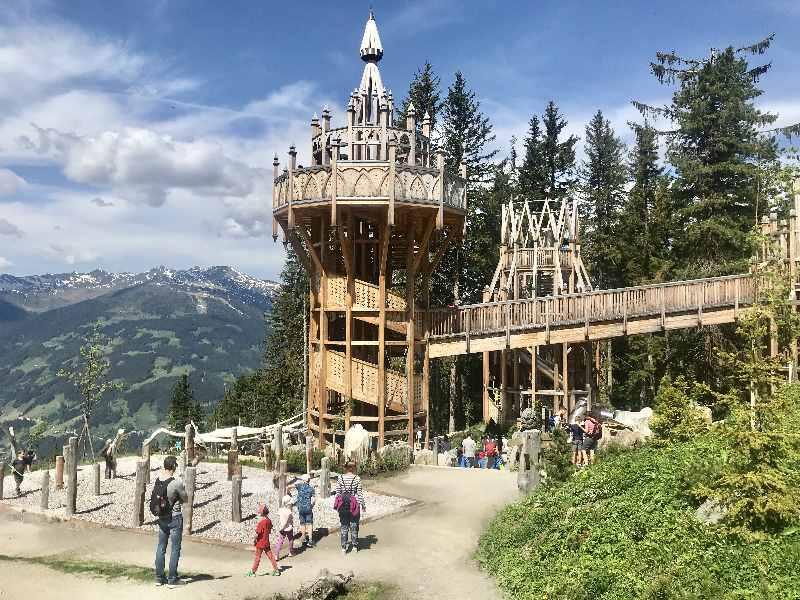 Ein Schloss als Spielplatz am Berg: Das Fichtenschloss in unserem Familienurlaub Österreich in Tirol