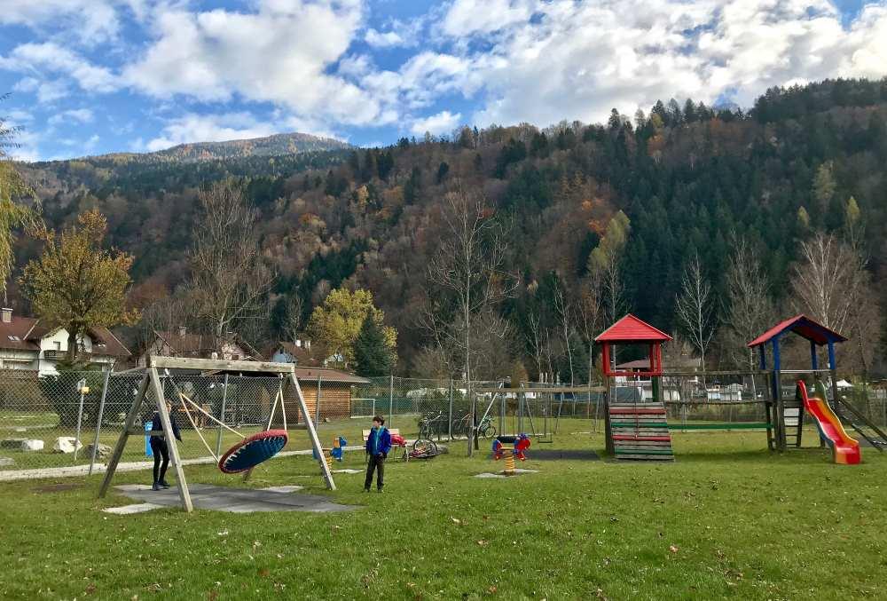 Damit Kinder beim Radurlaub Spaß haben: Pause am Spielplatz