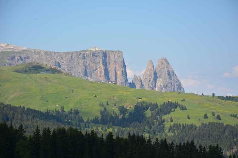 Familienurlaub Seiser Alm in Südtirol - mit Blick auf den Schlern