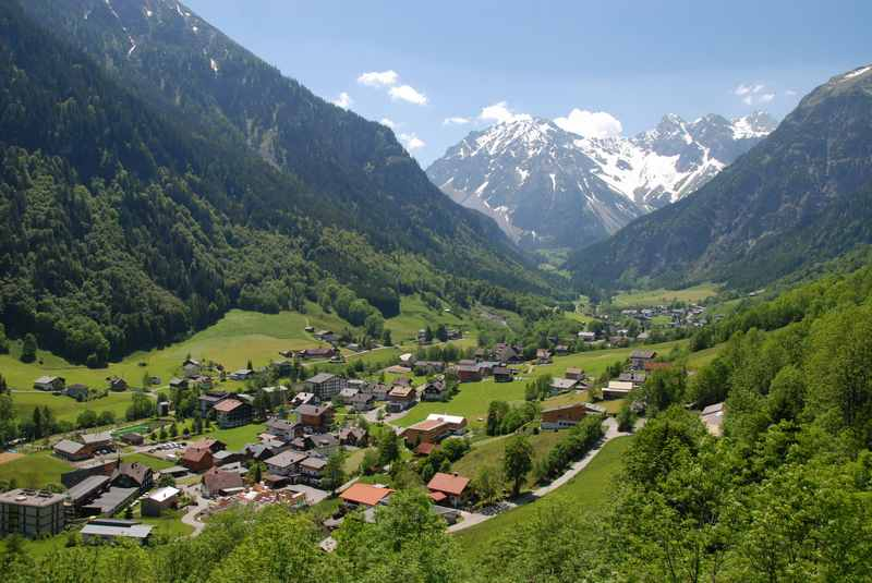 Uns gefällt Familienurlaub Vorarlberg: Du findest hier viele hohe Berge, Wanderungen und Ausflugsziele
