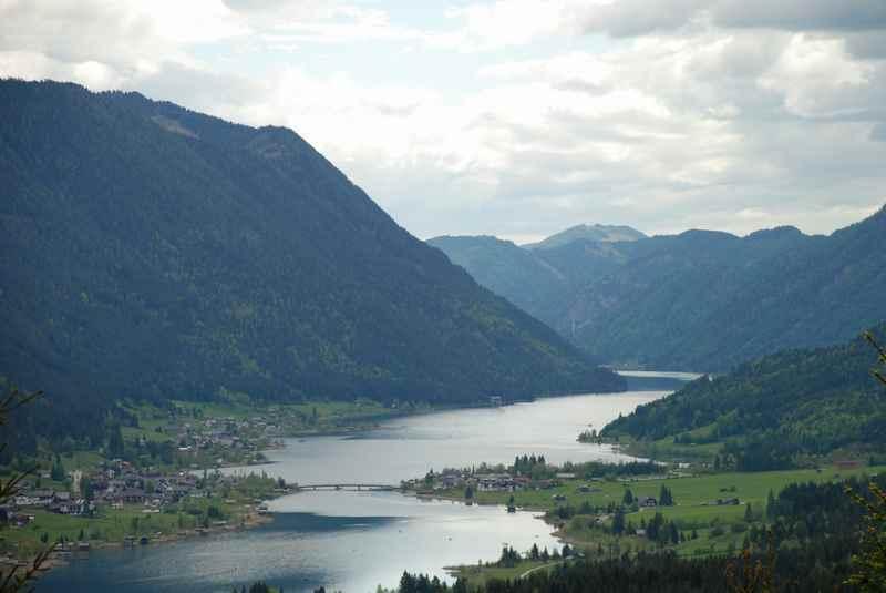 Familienwanderung Weissensee - der Blick auf den See in Kärnten