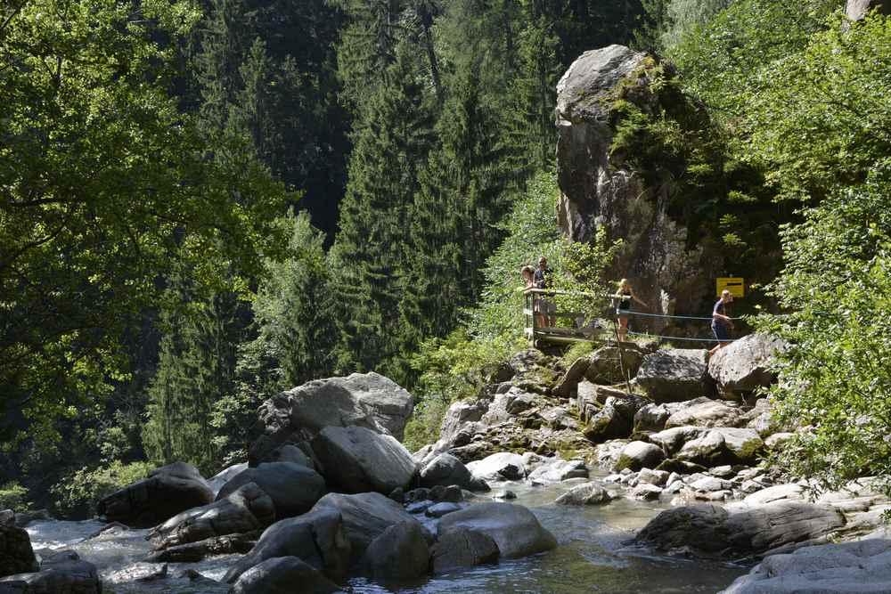 Eine angenehme Familienwanderung am Wasser in Kärnten