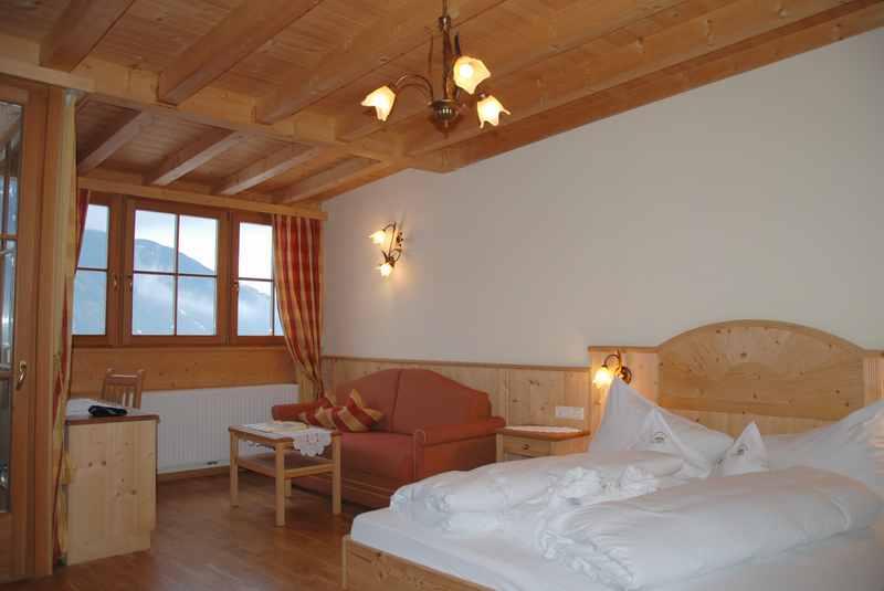 Schöne und geräumige Familienzimmer mit getrennten Schlafbereich für die Kinder