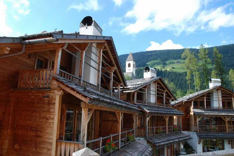 Familienhotel Pustertal mit viel Holz - macht den Familienurlaub in Südtirol heimelig