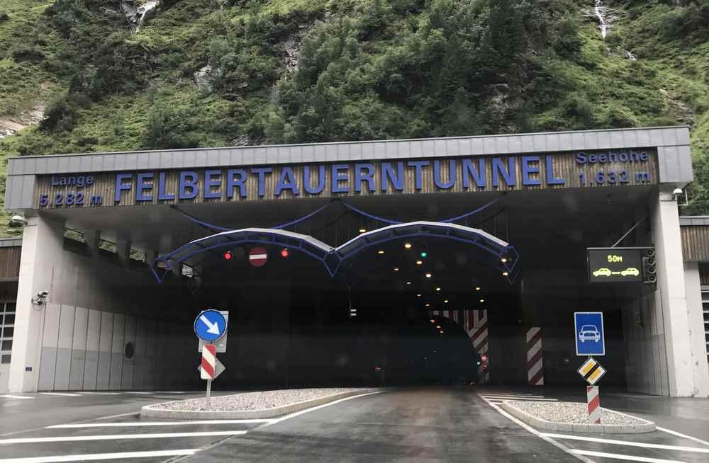 Die Einfahrt in den Felbertauerntunnel auf der Salzburger Seite