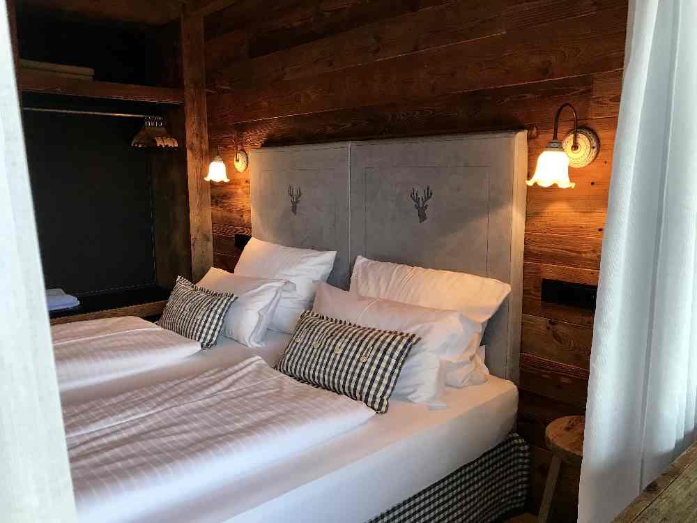 Das sind die Schlafzimmer im Alpin Chalet - majestätisch oder?