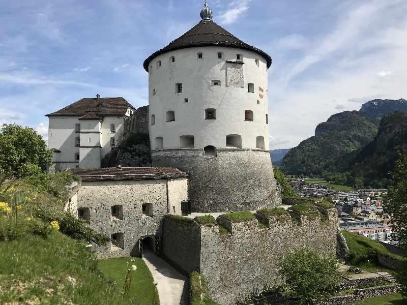 Eindrucksvoll, kurzweilig und preiswert: Auf die Festung Kufstein in Tirol mit Kindern
