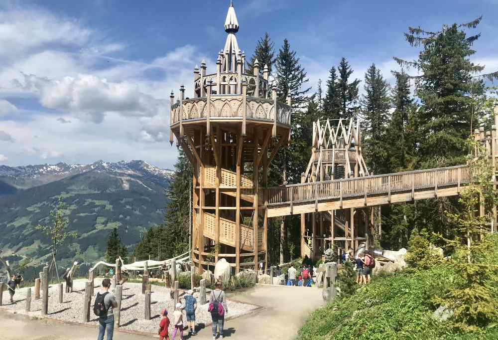 Unser heutiges Ausflugsziel am Berg: Das Fichtenschloss - ein riesiger Spielplatz im Zillertal, Zell am Ziller