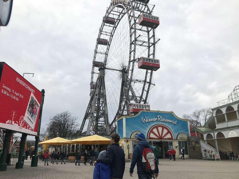 Freizeitpark mit Kindern - auf dem Wiener Prater in Österreich