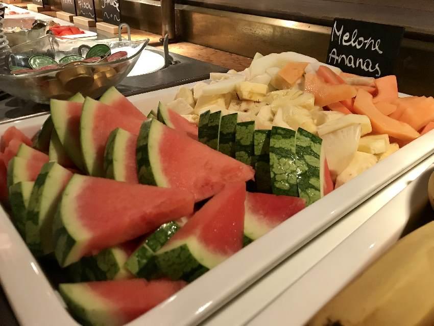 Das mögen wir alle: Frische Früchte - die Kinder lieben die unterschiedlichen Melonen!