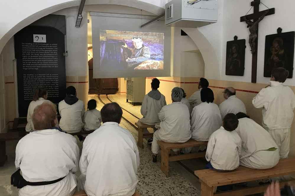 Die Führung im Salzbergwerk Altaussee beginnt mit einem Film im Steinberghaus