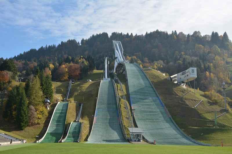 Garmisch Partenkirchen mit Kindern: Eine Führung hinter die Kulissen der Skisprungschanze ist einzigartig