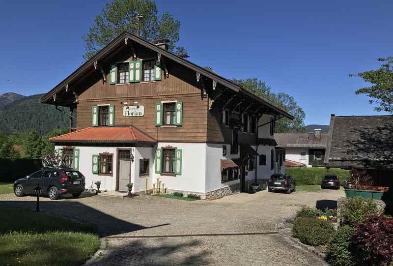 Das Gästehaus Florian, unten links befindet sich die Ferienwohnung Tegernsee