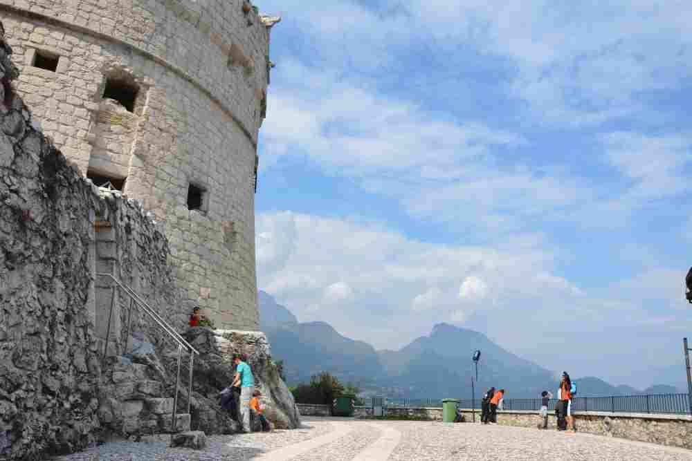 Das Ziel der Kinderwagen-Wanderung am Gardasee: Die Bastion mit dem runden Turm