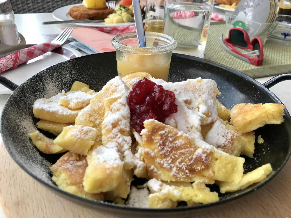 Rund um den Schlegeisspeicher kannst du bei mehreren Restaurant oder Hütten einkehren - das ist der Kaiserschmarrn im Bergrestaurant am Schlegeis.