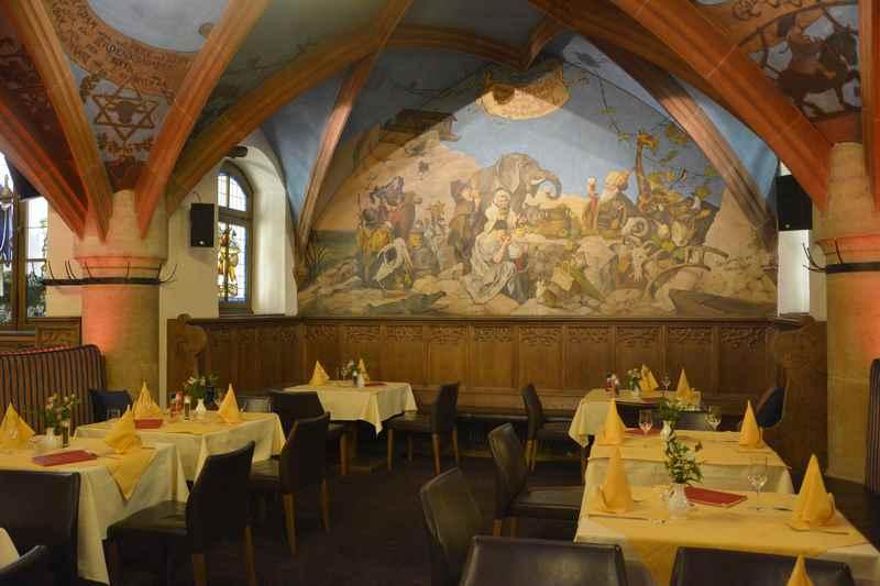 Das eindrucksvolle Gewölbe im Ratskeller München, tolle Kulisse zum Essen mit Kindern