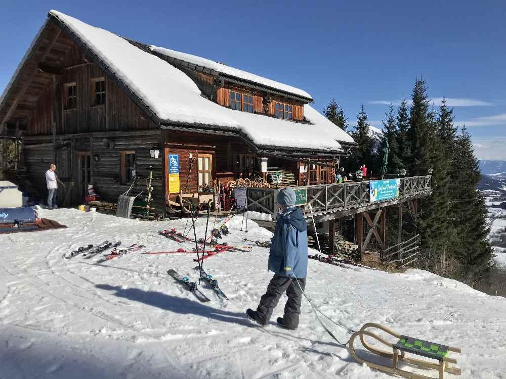 JUFA Gitschtal: Wintergenuß mit Hütteneinkehr beim Rodeln im Gitschtal