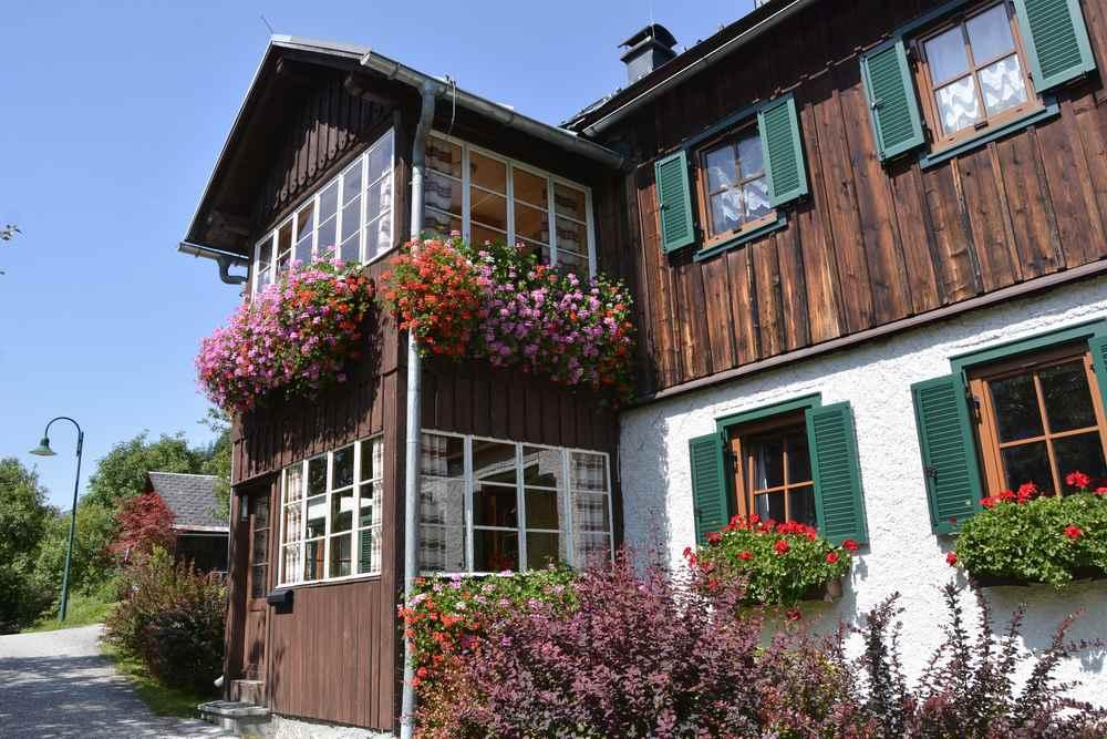 Das ist eines der urigen Holzhäuser in Gößl - und in diesem Stil sind hier alle Häuser rund um den Grundlsee.