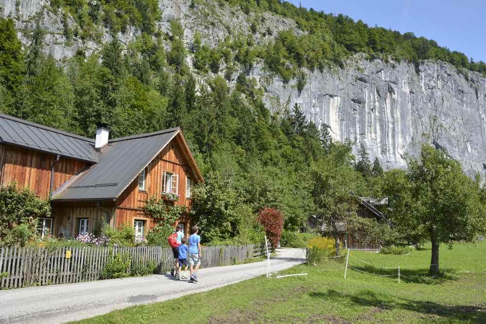 Das ist die Gößler Wand, an ihr entlang wandern wir auf der Drei Seen Tour zum Toplitzsee