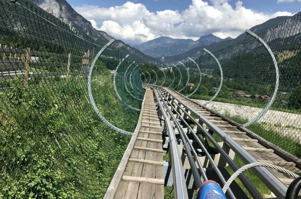 Rasant geht es auf dieser Sommerrodelbahn im Montafon mit toller Aussicht ins Tal