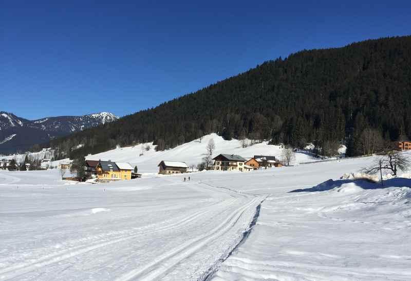 Langlaufen Gosau: So schön ist die Winterlandschaft in Richtung Gosau, mittendrin die Langlaufloipe