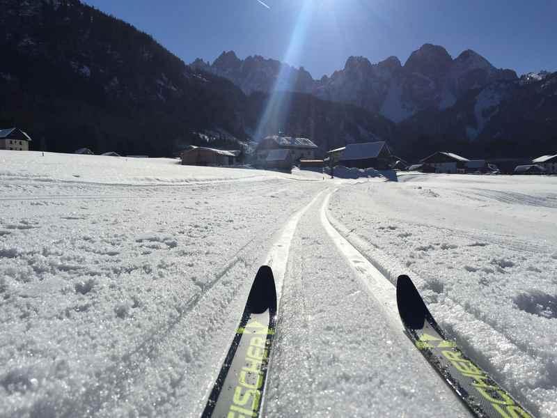 Langlaufen Gosau: In Gosau langlaufen und diesen Blick von der Loipe in Hintertal auf das Dachsteingebirge geniessen