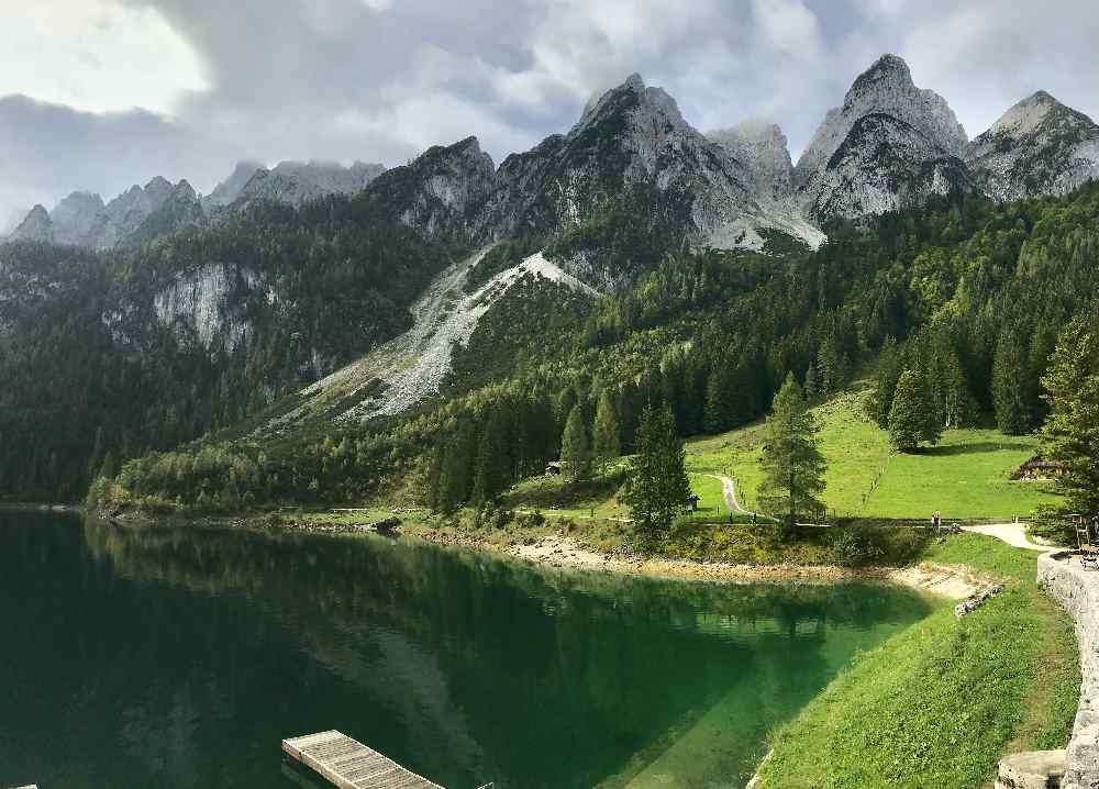 Der vordere Gosausee mit dem Dachsteingebirge - Ein Top - Wanderziel mit Kindern!