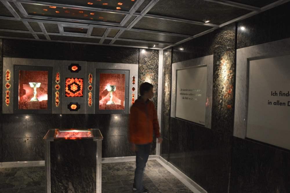 Granatium - Das Granatzimmer ist ein Raum, der vollständig mit Edelsteinen verkleidet ist